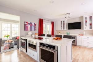 Elm Kitchen/Dining Design and Renovation